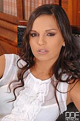 Bettina DiCapri